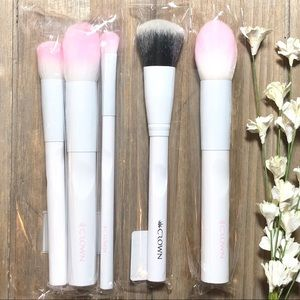 Other - Five Crown Makeup Brushes Brand New